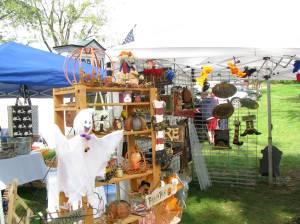 Booths displaying crafts and gift items